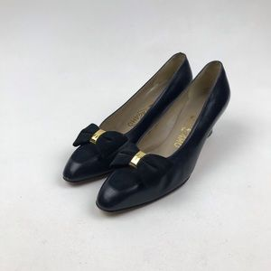 SALVATORE FERRAGAMO LEATHER SUEDE BOW PUMP SHOES